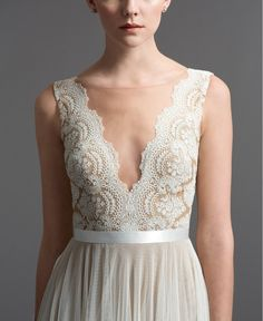 Swooning over this gorgeous wedding gown with scalloped lace placed perfectly to create a plunging neckline.
