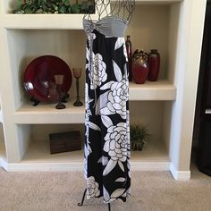 Black and white floral maxi dress Black and white floral maxi dress, 96% polyester 4% spandex Mossimo Supply Co. Dresses Maxi