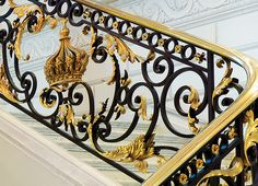 Founded in PYR is world-renowned for its award-winning interior environments for hotels, private residences and restaurants. Luxury Staircase, House Staircase, Staircase Railings, Stairways, Modern House Colors, Modern Small House Design, Wrought Iron Handrail, Iron Railings, Chateau Hotel
