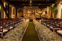 Adriana Malouf elaborou uma decoração de casamento em verde e branco com luzinhas para uma festa na Estação São Paulo. Veja os detalhes!
