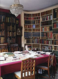 "robert-hadley: ""The World of Interiors, August Photo - Christopher Simon Sykes "" Library Study Room, Dream Library, My Living Room, Living Spaces, Office Bookshelves, Bookcases, Bookshelf Styling, Interior And Exterior, Interior Design"