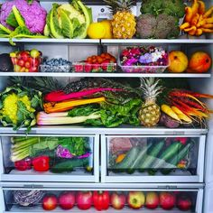 Now THIS is So many salad and juice options . which fruits and veggies are you choosing? Dinner Recipes For Kids, Healthy Dinner Recipes, Kids Meals, Healthy Snacks, Vegan Recipes, Vegan Food, Healthy Fridge, Healthy Eats, Healthy Life