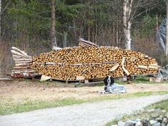 19 people that make stacking firewood an art Stacking Firewood, Firewood Logs, Firewood Storage, Stacking Wood, Land Art, Art Conceptual, Art Et Nature, Ephemeral Art, Norwegian Wood