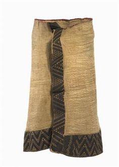 Kaitaka aronui (cloak) - Collections Online - Museum of New Zealand Te Papa Tongarewa Polynesian People, Flax Weaving, Tribal Costume, Maori Designs, Maori Art, Kiwiana, Pleated Fabric, Textiles, Weaving Techniques