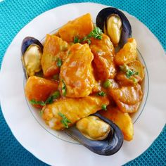 Merluza a la Gallega: Galicia hake cooked with paprika and potatoes. Chef Recipes, Kitchen Recipes, Seafood Recipes, Mexican Food Recipes, Italian Recipes, Healthy Recipes, Healthy Food, Spanish Cuisine, Spanish Dishes