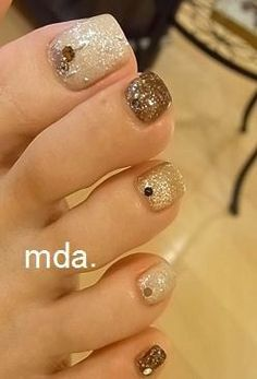 Pretty Nails with Gold Details nails ideas nails design Manicure Ideas featured . Pedicure Nail Art, Toe Nail Art, Diy Nails, Glitter Nails, Fabulous Nails, Gorgeous Nails, Love Nails, Beautiful Toes, Pretty Toes