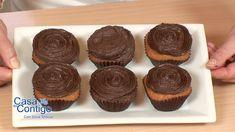 La mejor receta, además de fácil porque usa cacao en polvo. Rica, densa, básica para todas tus tartas y cupcakes o magdalenas. Se hace en pocos minutos y se ...