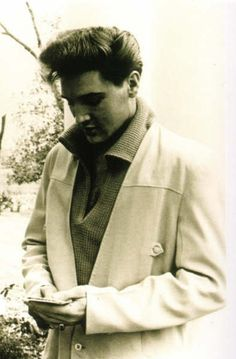Elvis Presley. The blonde in the pic.