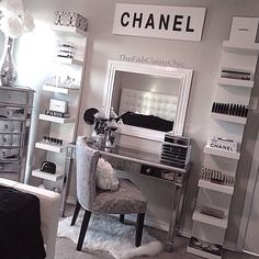 So obsessed with this setup! #dressingtable #vanity #makeupstorage
