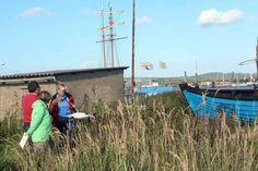 Aquarelle entstehen im Hafen von Gager  Aquarellkurs mit Frank Koebsch in Hafen von Gager (c) Jost Grünheid (1)