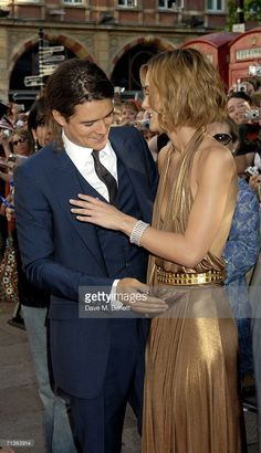 Actors Keira Knightley (R) and Orlando Bloom arrive at the European Premiere of 'Pirates Of The Caribbean: Dead Man's Chest' at Odeon Leicester Square on July 3, 2006 in London, England.