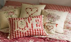 Red Gingham Pillows - Love these pillows! Sewing Pillows, Diy Pillows, Decorative Pillows, Throw Pillows, White Pillows, Pillow Ideas, Style Cottage, Red Cottage, Red Gingham
