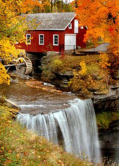 17 beautiful places to visit in South Carolina Morningstar Mill, South Carolina Beautiful Places To Visit, Beautiful World, Autumn Scenes, Les Cascades, Water Mill, Fall Pictures, Old Barns, Country Barns, Country Living
