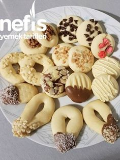 Assorted Cookies with a Single Dough - Yummy Recipes - Hamur işleri Best Christmas Cookies, Holiday Cookies, Biscuit Cookies, Cake Cookies, Cookie Recipes, Dessert Recipes, Desserts, Cake Truffles, Recipe For 4
