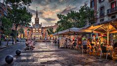 Hospital de San Pau - Avenida de Gaudi con el  Hospital de Sant Pau al fondo…