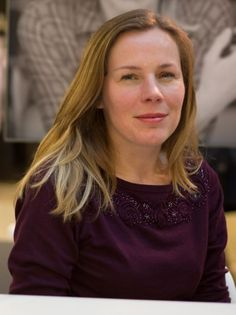 """Op vrijdag 25 maart om 20 u komt Esther Gerritsen praten over haar oeuvre en haar boek """"Broer"""" voorstellen bij Letters en Co op de Markt in Deinze. Zij sch..."""