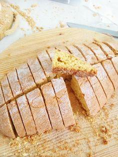 Da noi, in Romagna, la ciambella (senza il buco) è il dolce per eccellenza!! Non c'è festa paesana che non si concluda con un po' di ciambe...