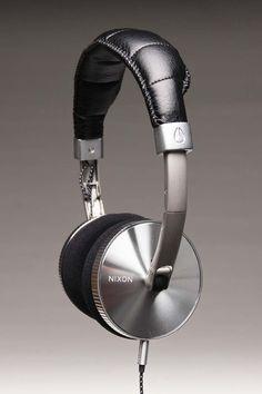 Holy Chrome! Nixon Headphones. Loja billabong Store Porto Alegre