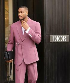Black Men With Style sur Instagram: Keep it simple  #blackmenwithstyle #fashion #blackmenfashion #dior #ootd #mensfashion Stylish Men, Men Casual, Casual Outfits, Kylie Jenner, Black Men, Dior, Suit Jacket, Menswear, Mens Fashion