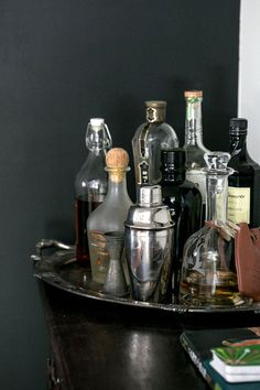 At Home With Eden Passante - A Beautiful Mess Lovely bar setup Drinks Tray, Drinks Trolley, Beverages, Alcoholic Drinks, Cheers, Home Bar Setup, Drink Cart, Bar Tray, Bar Cart Styling