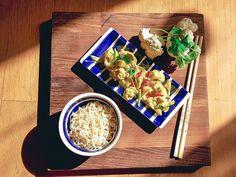 Tarjoile nuudeleitten kanssa. #kukkakaalicurry #kasvisreseptit #kasvisruoka Curry, Cheese, Food, Red Peppers, Curries, Essen, Meals, Yemek, Eten
