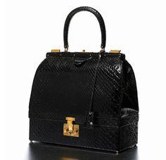 La vente Hermès vintage chez Artcurial http://www.vogue.fr/mode/news-mode/diaporama/la-vente-hermes-vintage-chez-artcurial/16007#!sac-mallette-en-python-noir-garniture-en-metal-plaque-or-doulure-en-chevre-maroquin-noir-estimation-6-000-8-000-euros