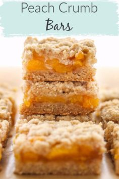 Easy Peach Crumb Bars use the same buttery crumb mixture for the crust and topping. These bars are filled with an easy peach filling! You can taste peach in every single bite. These peach crumb bars are even delicious with a scoop of ice cream on top! Köstliche Desserts, Delicious Desserts, Dessert Recipes, Yummy Food, Bar Recipes, Holiday Desserts, Kitchen Recipes, Appetizer Recipes, Sweet Recipes