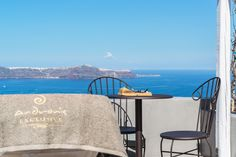 Romance unravels in one of the best honeymoon suites in Santorini belonging to Andronis Honeymoon Suites, where your love is no ordinary love. Honeymoon Suite, Best Honeymoon, Outdoor Furniture Sets, Outdoor Decor, Santorini, A Table, Waiting, Travel, Home Decor