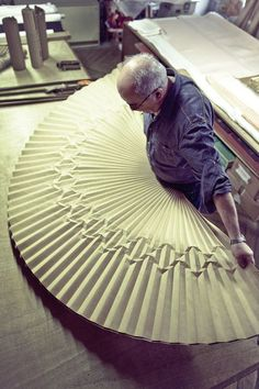 Chaque matin, à sept heures tapantes, Gérard Lognon ouvre son atelier installé entre l'Opéra et la place Vendôme à Paris. A 69 ans, ce mons...
