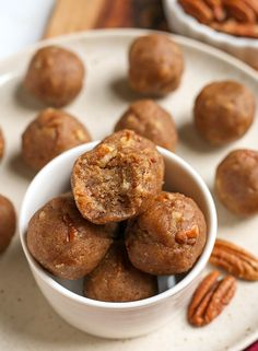 Paleo Vegan Pecan Pie Bites - Real Food with Jessica Best Paleo Recipes, Dairy Free Recipes, Real Food Recipes, Gluten Free, Paleo Pecan Pie, Whole 30 Dessert, Paleo Sweets, Unprocessed Food, Healthy Snacks