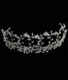 #Novias este modelo de tiara es un sueño http://www.bodasmargarita.net