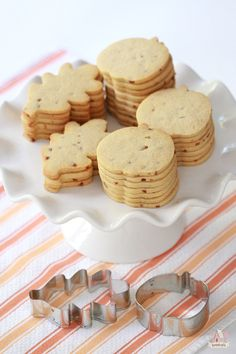 {Recipe} Pumpkin Spice Toffee Cut-Out Cookies Pumpkin Sugar Cookies, Pumpkin Cookie Recipe, Sugar Cookies Recipe, Pumpkin Recipes, Pumpkin Spice, Halloween Sugar Cookies, Cut Out Cookies, No Bake Cookies, Cookies Et Biscuits