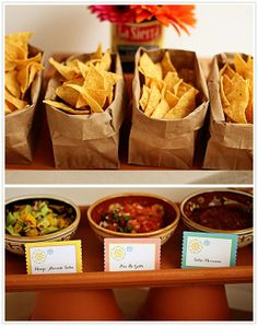 Mexican Fiesta Taco Bar - served chips and three different kinds of salsa for an appetizer. For the main course, set up a taco bar with all of the fixings so that the guests could choose for themselves what they wanted on their tacos. Salsa Bar, Havanna Party, Party Fiesta, Party Party, Beach Party, Chips And Salsa, Snacks Für Party, Taco Bar Party, Snacks