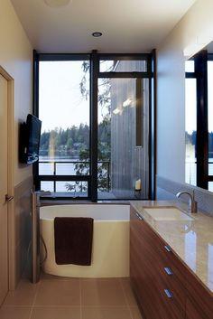 Imagine that view while enjoying a bubble bath!