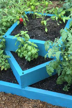 71 New Raised Bed Garden Design Ideas - Nicist Raised Garden Bed Plans, Flower Garden Plans, Raised Bed Garden Design, Diy Garden Bed, Building A Raised Garden, Herb Garden Design, Garden Boxes, Fence Design, Raised Beds