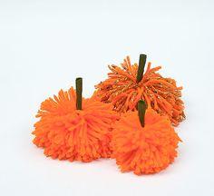 DIY 60 Second Pumpkin Pom-Pom by handmadecharlotte #Halloween #Crafts #Yarn #Pumpkin #Pom_pom