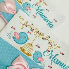 Kit 3 fraldas de boca Baby Kit, Decorative Towels, Baby Quilts, Baby Toys, Machine Embroidery Designs, Diy And Crafts, Patches, My Baby Girl, Baby Shower