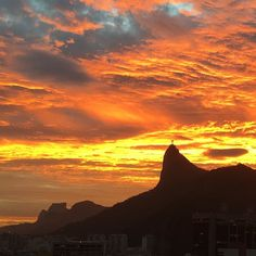 Fim de tarde sexta feira Rio de Janeiro. Bom final de semana! #pordosol #pôrdosol #sunset #rio #riodejaneiro #rj #rioeuteamo #cidademaravilhosa #errejota #RIOdejaneiro #RioGuiaOficial #Rio #IG_RiodeJaneiro_ #édorio #carioquissima #carioca
