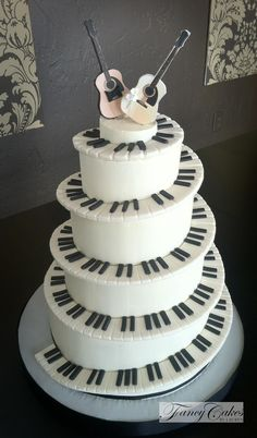 This would be an amazing wedding cake if I end up marrying someone who's a musician too.