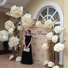 Wedding decorations elegant diy paper flowers ideas for 2019 Giant Paper Flowers, Diy Flowers, Flower Decorations, Wedding Flowers, Wedding Decorations, Backdrop Wedding, Fake Flowers, Paper Roses, Wedding Colors