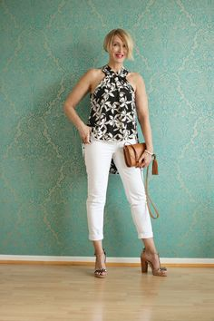 A fashion blog for women over 40 and mature women Blouse + Sandals: Dorothee Schumacher Pants: NYDJ Bag: Zara