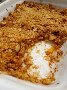 crumble de maçã sem açúcar cozinha fit Healthy Cake, Healthy Sweets, Healthy Cooking, Cooking Recipes, Paleo Dessert, Vegan Desserts, Delicious Desserts, Yummy Food, Vegan Kitchen