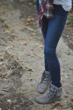 moccasins, dark skinny jeans, grey top, red plaid scarf