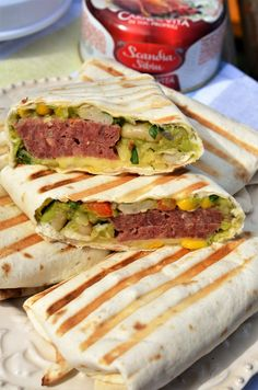 Burrito mexican cu carne de vita - Retete culinare by Teo's Kitchen Shawarma, Fajitas, Nachos, Burritos, Hamburger, Sandwiches, Food And Drink, Pizza, Cooking Recipes
