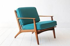 A stunning Danish modern lounge chair in the style of Poul Jensen. Sculpted wood frame, the chair has very nice lines! Teal wool upholstery.