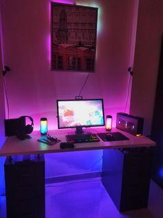 Laptop Gaming Setup, Gaming Room Setup, Desk Setup, Gaming Computer, Gaming Rooms, Pc Setup, Hobby Desk, Sushi Love, Studio Room