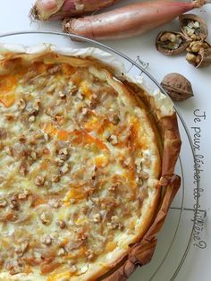 Potimarron pie, shallots, Comté and walnuts - I - Ensalada Marisco Ideas No Salt Recipes, Veggie Recipes, Vegetarian Recipes, Snack Recipes, Cooking Recipes, Healthy Recipes, Quiches, Omelettes, Food Porn
