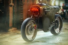 You'd have to be extremely cool to be able to pull off a red colored headlight, and this Electric Cafe Racer manages to do that with