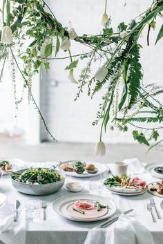 Set a spring brunch table for mothers day and more with these seasonal entertaining ideas and menu inspiration!