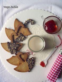 vegeintable: Umbrella shortbread cookies with almond and tahin (vegan and gluten free)